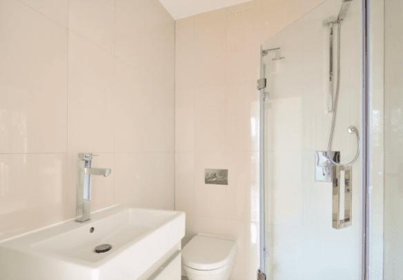 sensational-4-bedroom-apartment-belsize-park-nw3-family-bathroom