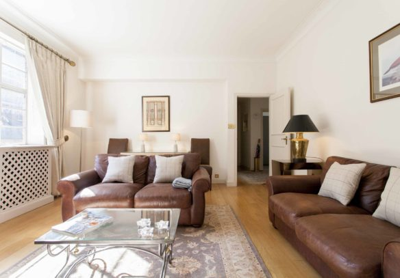 Reeves Mews apartment for sale, living room with entrance door