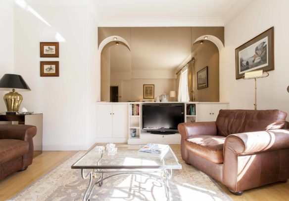 Reeves Mews apartment for sale, living room with mirrored cupboards