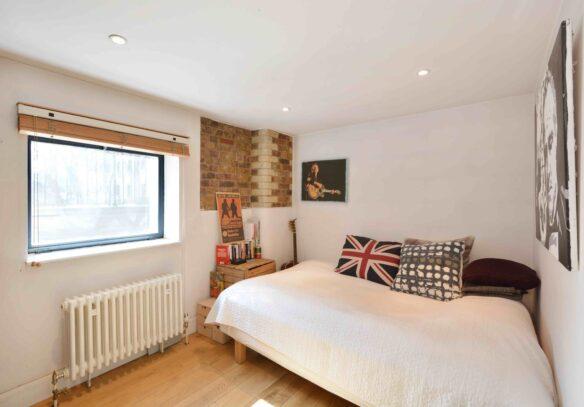 riverside-loft-rotherhithe-street-SE16-second-bedroom