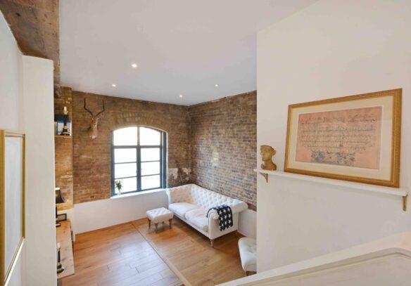 riverside-loft-rotherhithe-street-SE16-living-room-loft