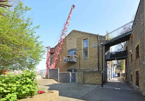 riverside-loft-apartment-rotherhithe-street-se16-external-shot