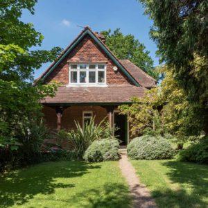 Original-Victorian-Lodge-Enfield-London-EN2-for-sale-unique-property-company-8