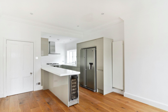 sensational-4-bedroom-apartment-belsize-park-nw3-kitchen