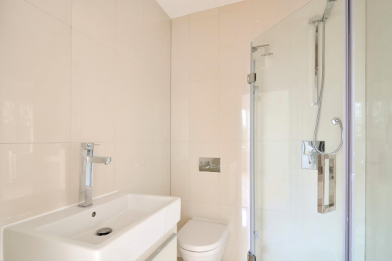 sensational-4-bedroom-apartment-belsize-park-nw3-family-bathroom