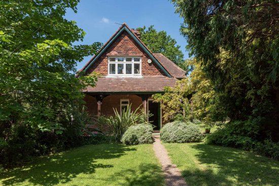 Original-Victorian-Lodge-Enfield-London-EN2-for-sale-unique-property-company-8.jpg