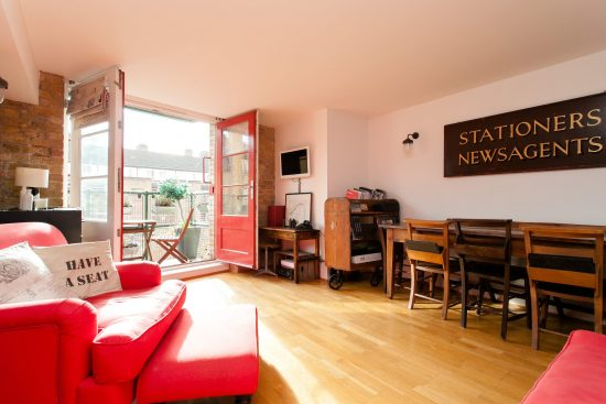 balcony-reception-warehouse-conversion-two-bedroom-rotherhithe-street-se16
