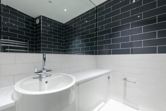 bathroom at banksode lofts apartment se1
