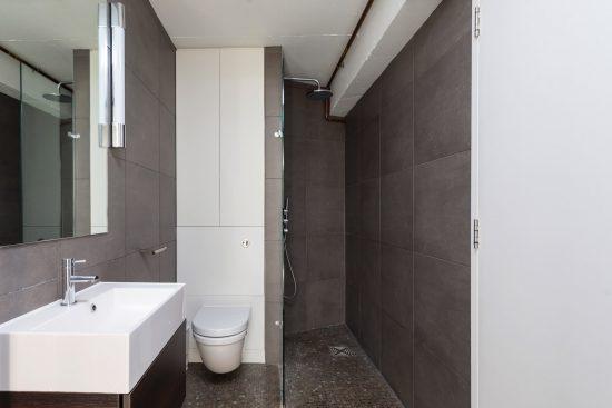 shower room at banksode lofts apartment se1