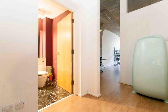 bathroom-industrial-one-bedroom-apartment-angel-london-n1