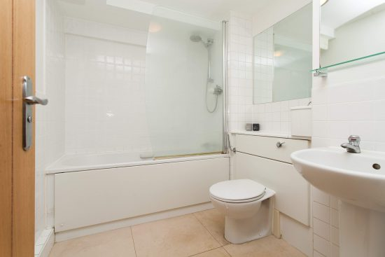 bathroom-warehouse-conversion-two-bedroom-rotherhithe-street-se16