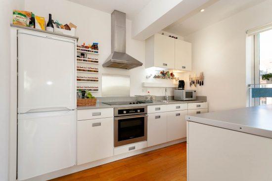 contemporary-one-bedroom-apartment-stepney-city-apartments-e1-8.jpg