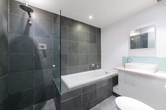 contemporary-warehouse-madison-apartments-se1-family-bathroom