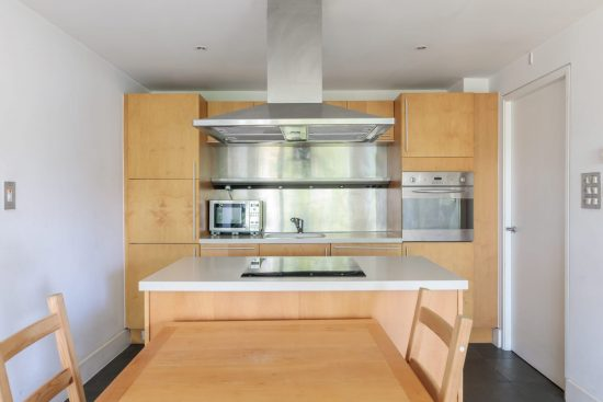 contemporary-warehouse-madison-apartments-se1-kitchen-integrated