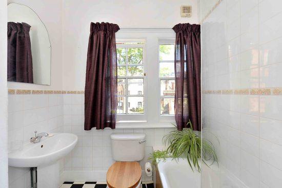 cottage-ufford-street-waterloo-se1-bathroom.jpg
