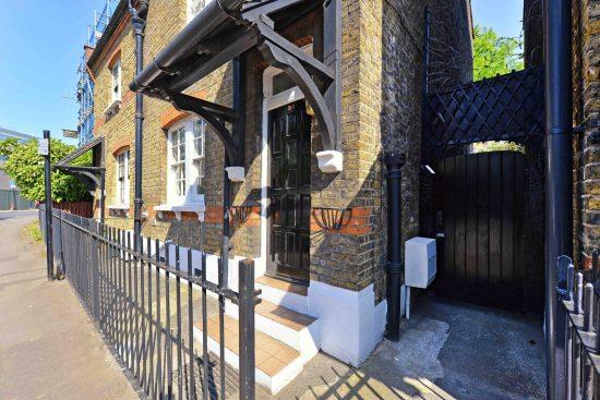 cottage-ufford-street-waterloo-se1-front-door.jpg