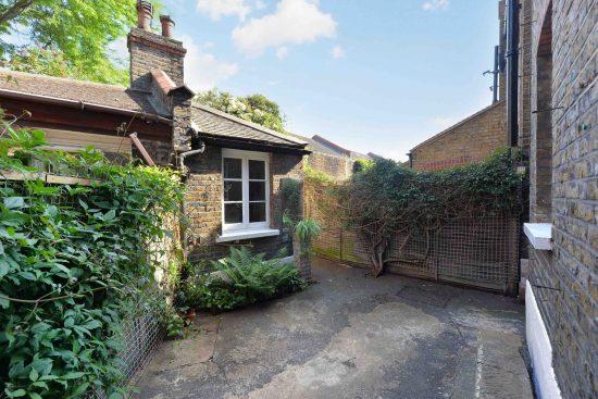 cottage-ufford-street-waterloo-se1-garden-shot-wash-house.jpg