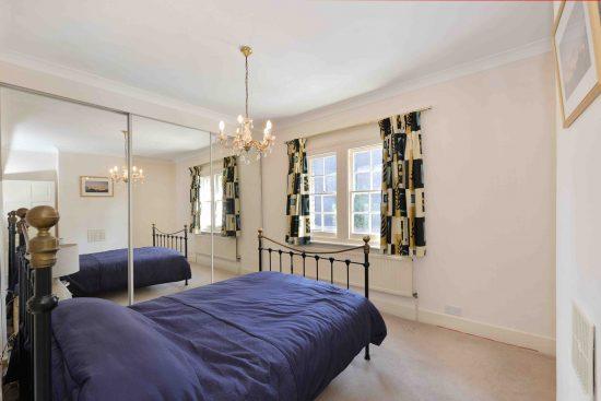cottage-ufford-street-waterloo-se1-master-bedroom.jpg