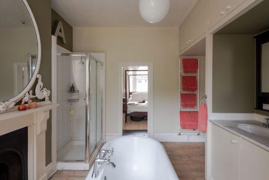 family-bathroom-bedroom-view-Umfreville-Road-green-lanes-n4