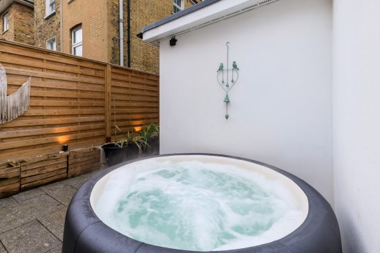 garden-hot-tub-maisonette-clapham-north-london-sw9