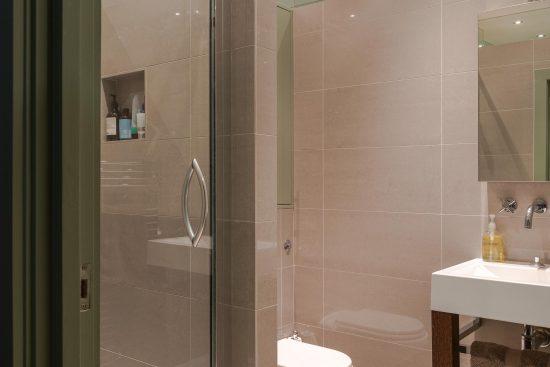 kean street wc2 shower