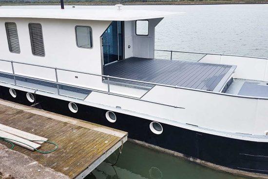 nicella-boat-woodgers-wharf-5.jpg