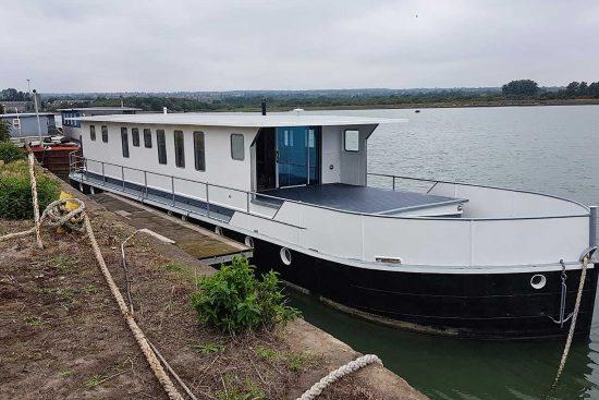 nicella-boat-woodgers-wharf-6.jpg
