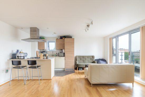penthouse-apartment-bow-e3-for-sale-unique-property-company-2