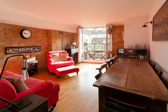 reception-room-warehouse-conversion-two-bedroom-rotherhithe-street-se16