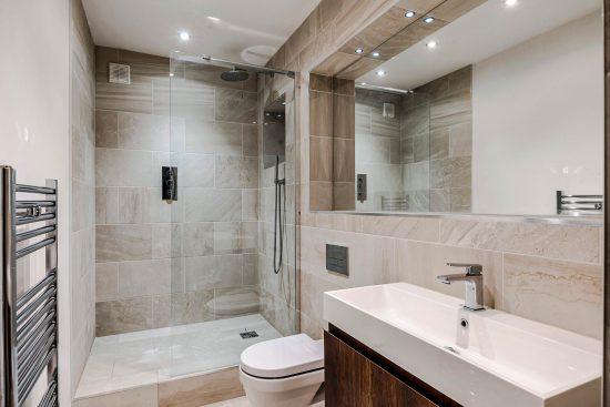 spratts apartment bathroom twop