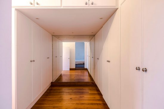 spratts apartment dressing room