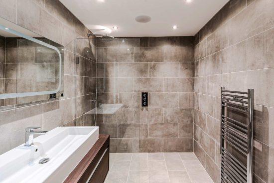 spratts apartment bathroom